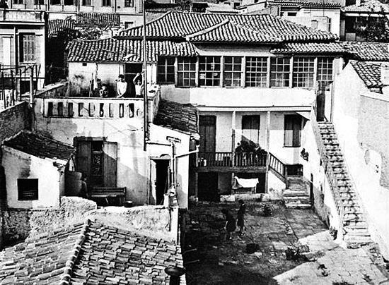 Old-athenian-houses-tripodon-32