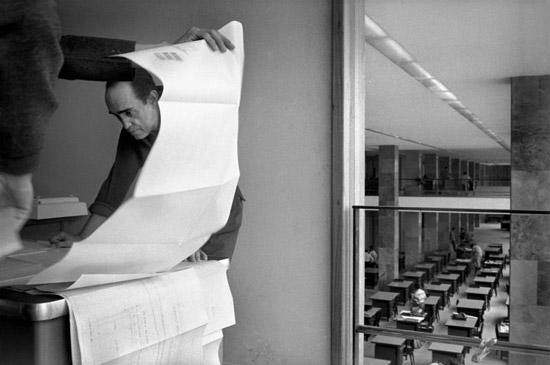 Oscar-Niemeyer-by-Rene-Burri-1960