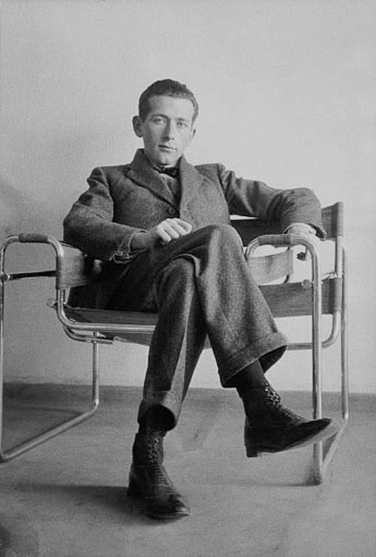 Marcel-Breuer-sitting-on-his-Wassily-chair