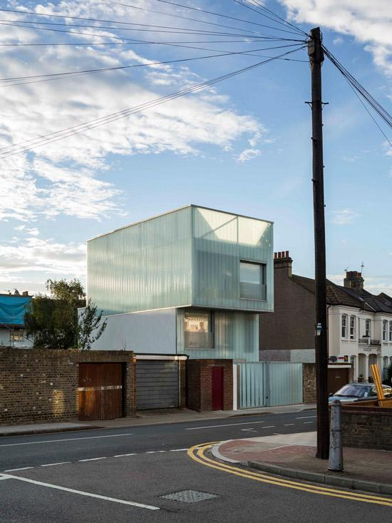 Slip house by carl turner architects sias blog for Minimalist house brixton