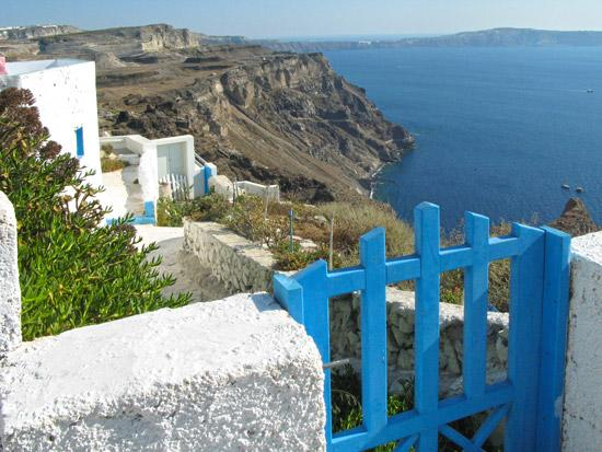 settlements-on-caldera-Fyra-Santorini-08