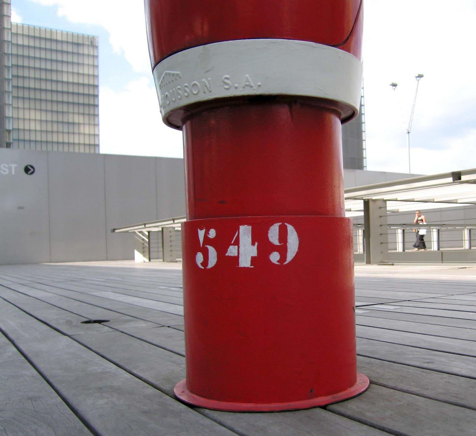 Charette stencil faces Site François Mitterand of the Bibliothèque nationale de France