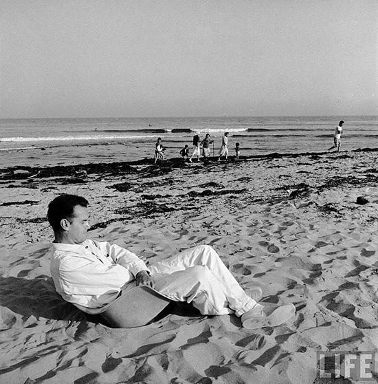 Charles-Eames-sitting-on-shell-chair