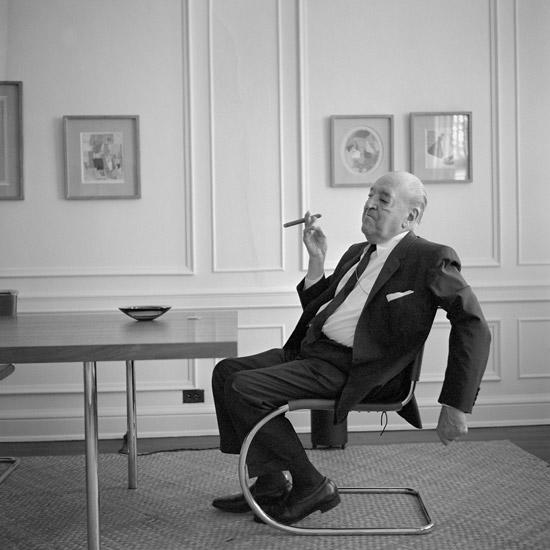 Mies-van-der-Rohe-Cantilever-Chair