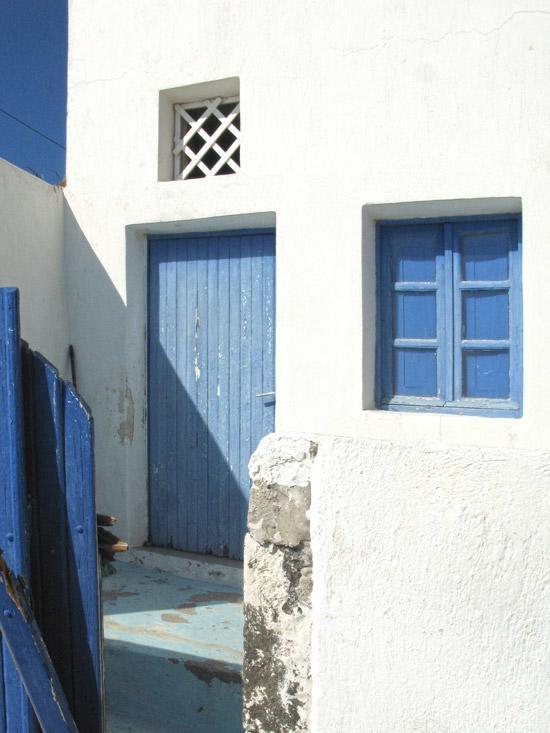 settlements-on-caldera-Fyra-Santorini-11