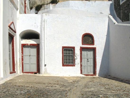 settlements-on-caldera-Fyra-Santorini-14