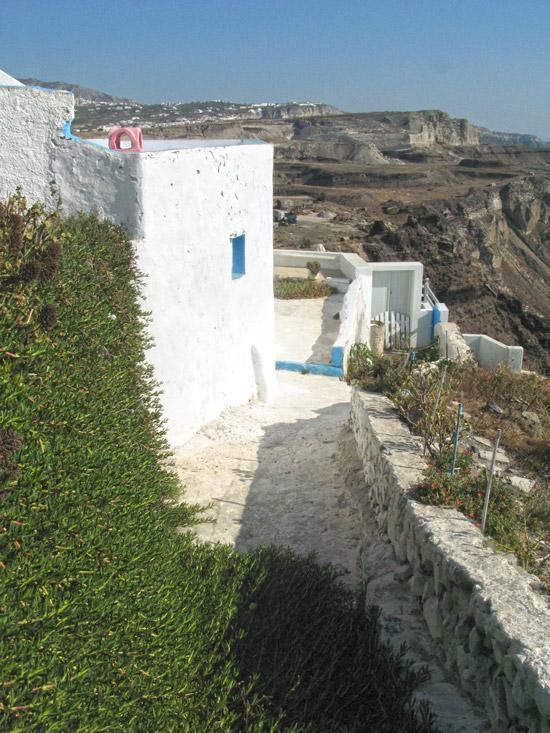 settlements-on-caldera-Fyra-Santorini-16