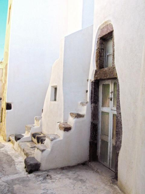traditional_housing_complex_Santorini_13